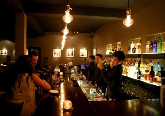 The Long Bar at 525